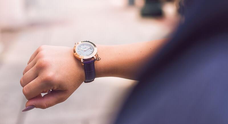zegarek na prawej ręce