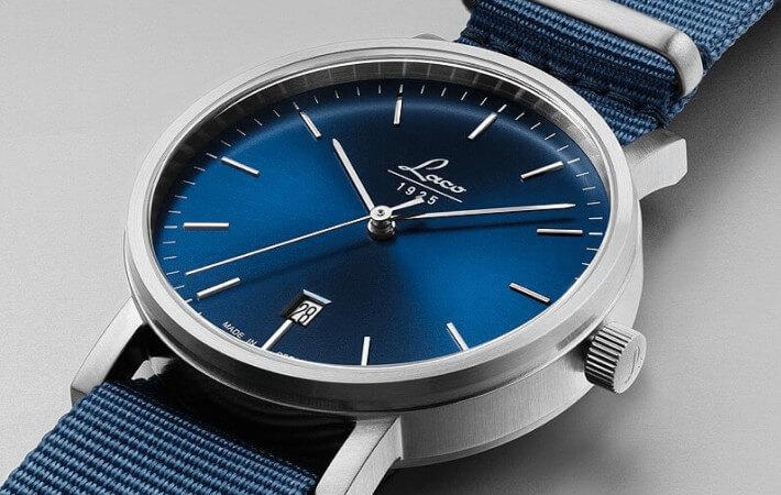 Szlif słoneczny na tarczy zegarka