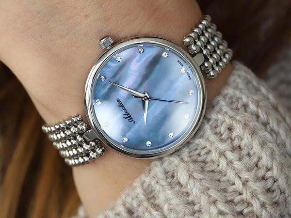 Masa perłowa na tarczy zegarka